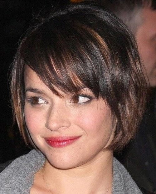 Keira knightley sports a inverted bob haircut at paris fashion week