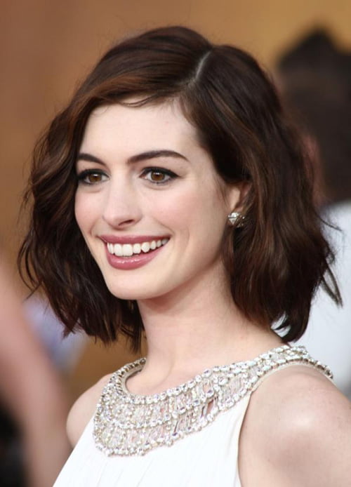 Wonderful short wavy hairstyle for natural wavy hair.
