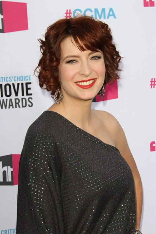 Short wavy hairstyles are also super gorgeous...