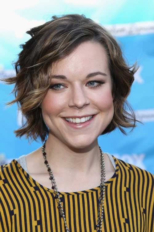 Cute Short Wavy Hairstyle for women
