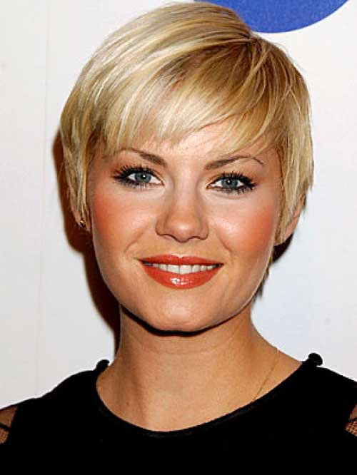 Blondes can use this shaggy short haircut to be cuter than ever. The
