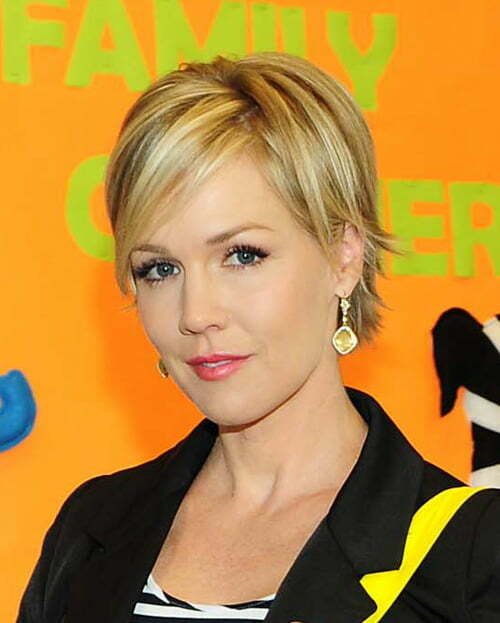 Jennie Garth Cute Short Hairstyle with Bangs