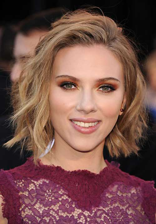 Short curly haircut for women from Scarlett Johansson