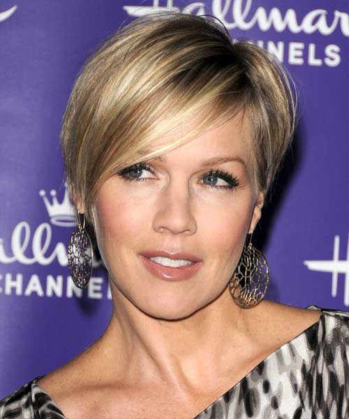 Jennie Garth Short Straight Haircut