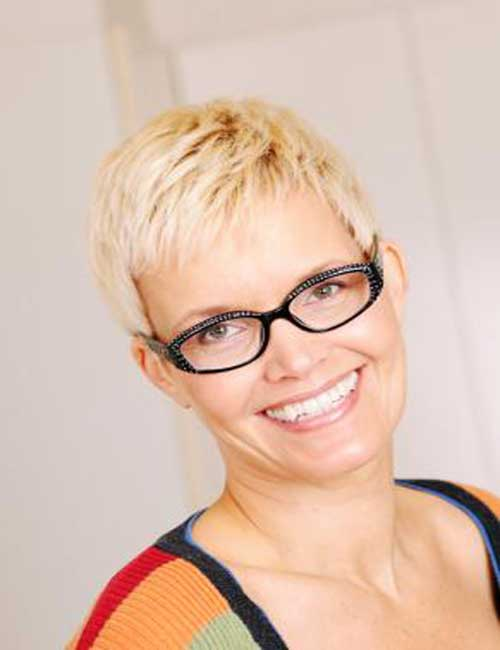 Short pixie haircuts for women over 40.