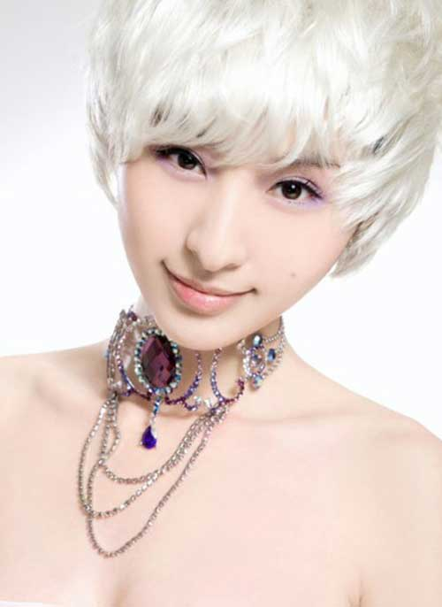 Cute short hairstyles for women with white hair