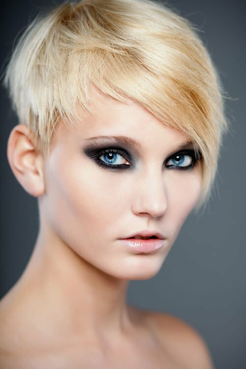 Pixie hair cut can give a gorgeous look to the women.