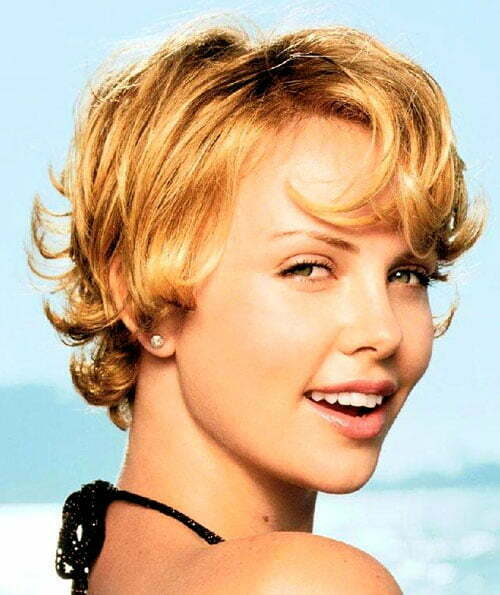 Charlize Theron cute short wavy hairstyles