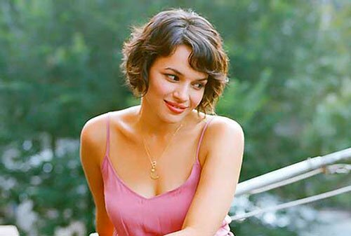 Norah Jones Short Wavy Hair