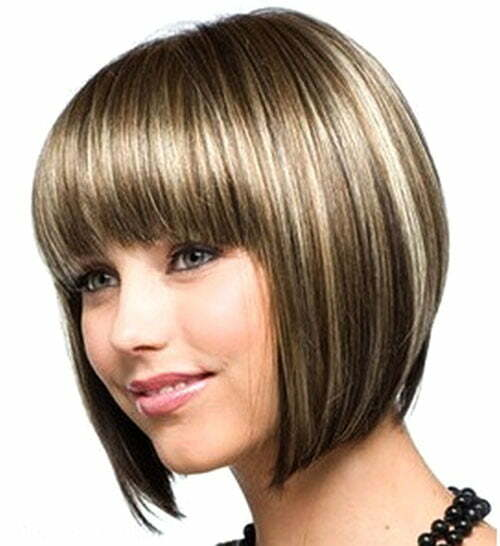 Short straight haircuts for round faces