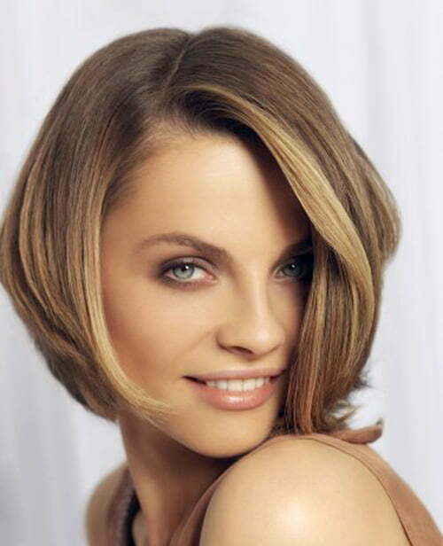 Short hairstyle for square face women