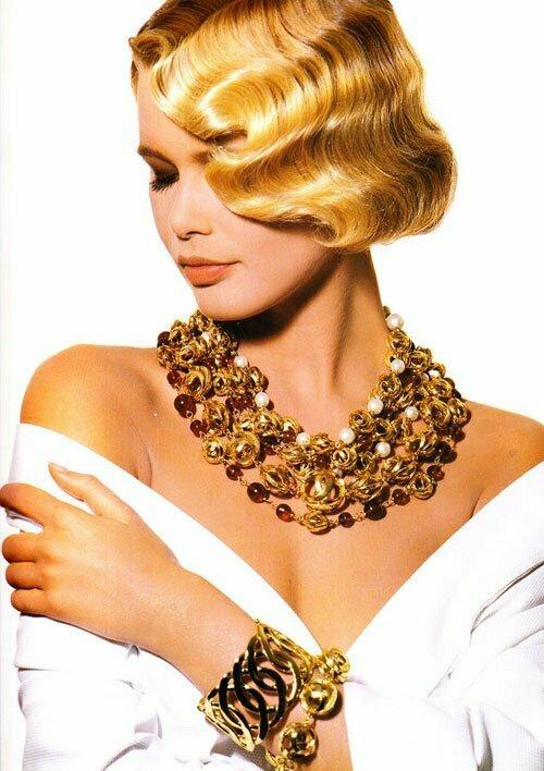 Claudia Schiffer Glamorous Retro Waves