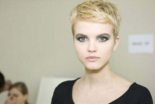 Short haircut styles for blonde women