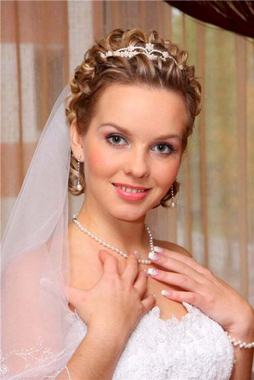 Wedding hairstyles for short hair with a veil