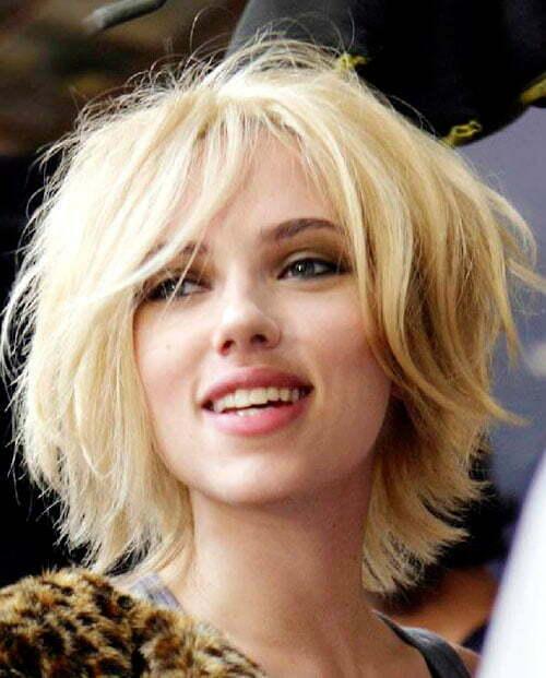 Scarlett Johansson messy short hair