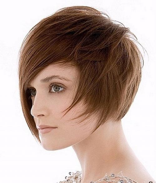 Best short haircuts for round face women