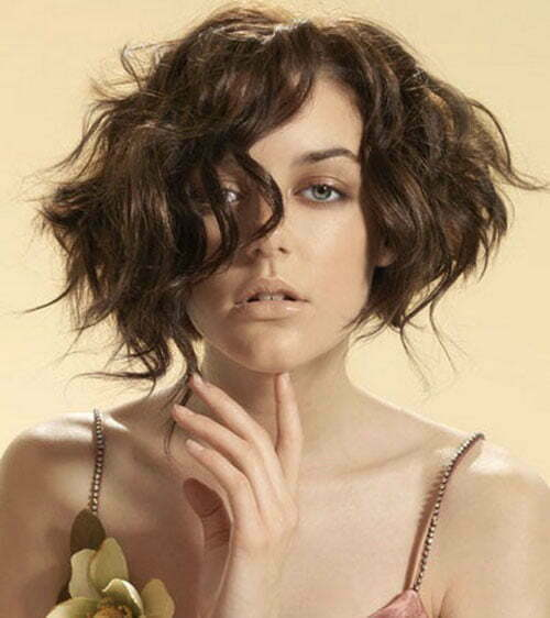 Short wavy bob haircuts for women