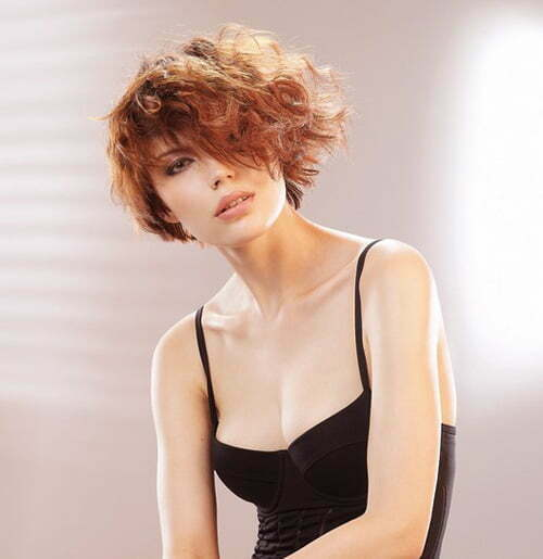 Fashionable short curly hairstyles