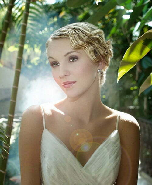 Easy hairstyles for short hair for a wedding