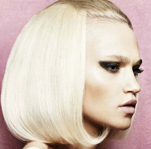 Short straight platinum blonde haircut