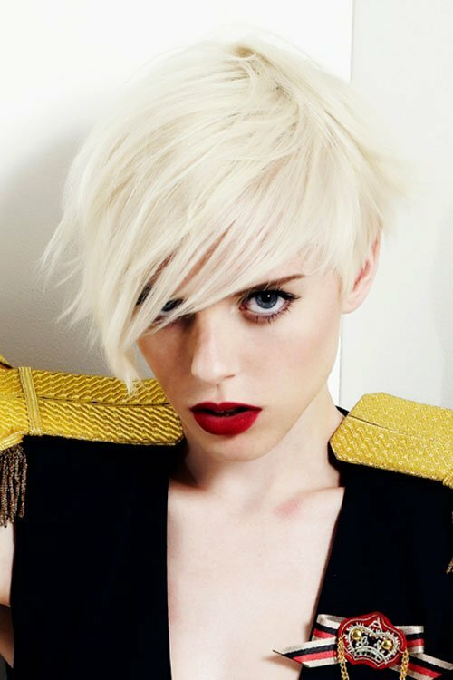 Short blonde hairstyles with bangs