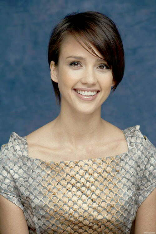 Jessica Alba short hair with bangs