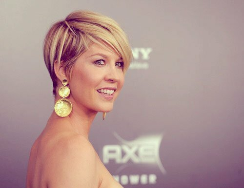 Jenna Elfman short blonde hair