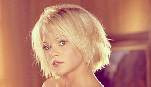Short messy blonde hairstyle