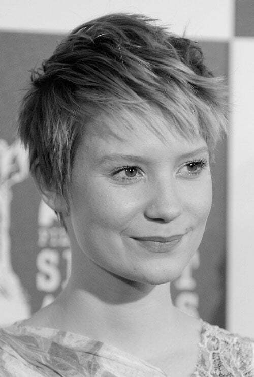 Best pixie haircut for round faces