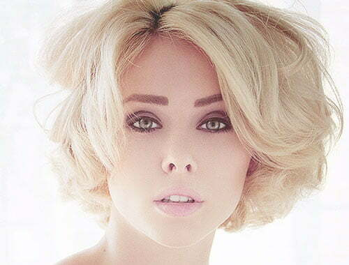 Short blonde wavy hairstyles for women