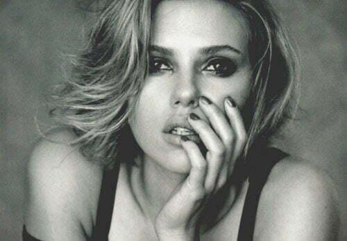 Scarlett Johansson short wavy hairstyles