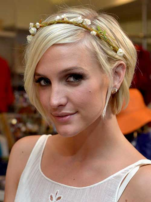 Ashlee Simpson short blonde hair