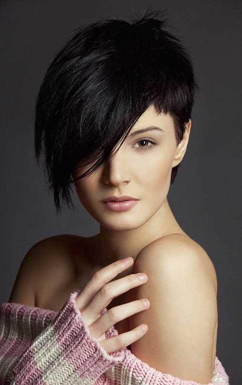 Short asymmetrical haircuts for round faces