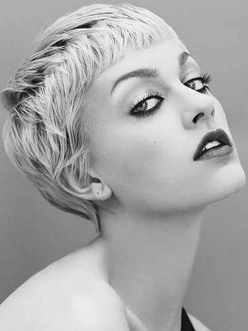 Best Short Haircuts for Oval Faces-1