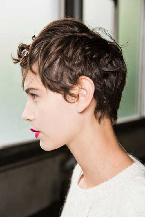 Best hairstyles for short wavy hair-1