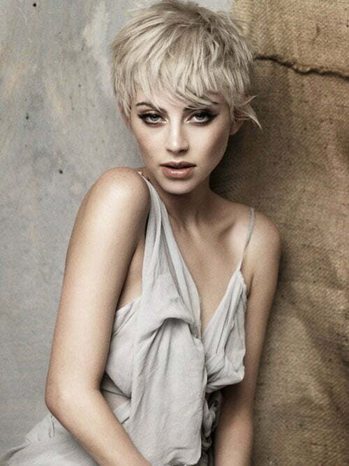Blonde short layered hairstyles