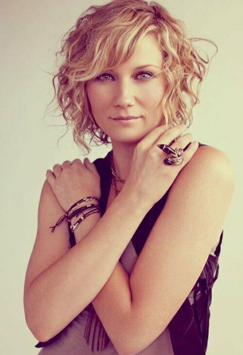 Jennifer Nettles short curly hair