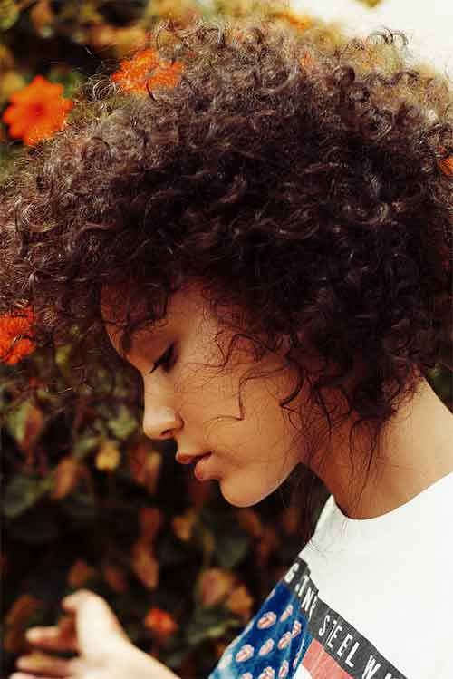 Short naturally curly hair for black women