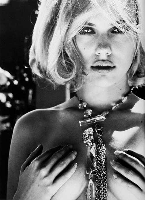 Scarlett Johansson hot short hair