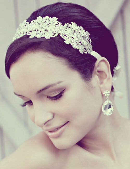 Short Wedding Hairstyles for Women-11