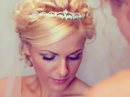 Short Wedding Hairstyles for Women-15