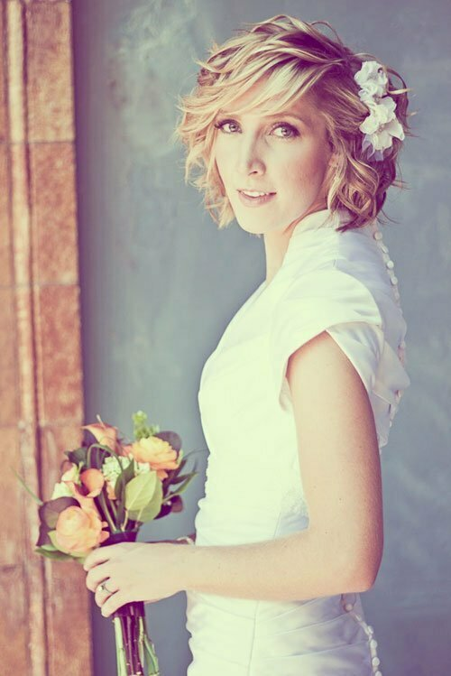 Short Wedding Hairstyles for Women-21