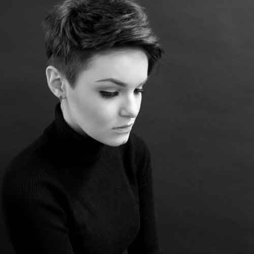 Short haircuts for girls with oval faces