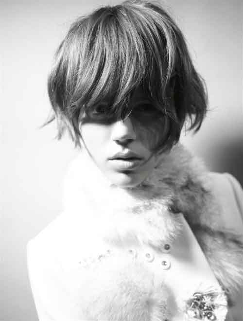 Short haircuts with bangs for oval faces