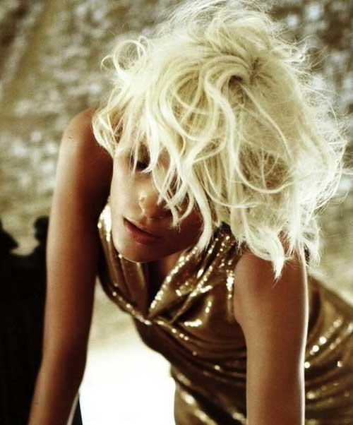 Short messy blonde hair