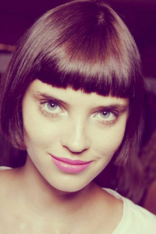 Short straight hair for women