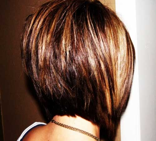 stacked short bob hairstyle with the front short bangs to look trendy