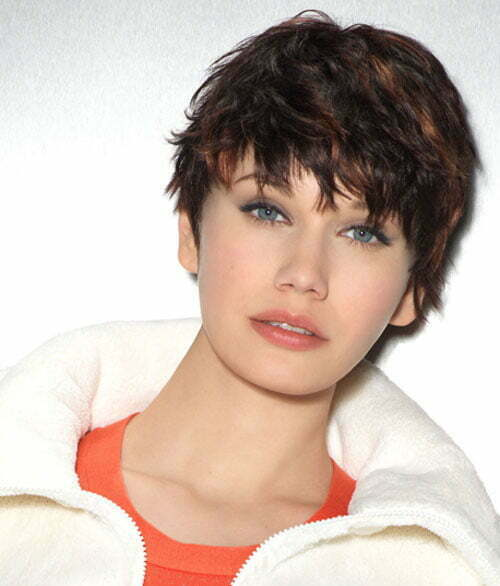 Short trendy hairstyles for round faces