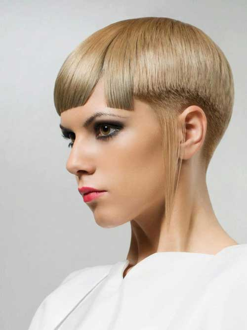 Trendy short blonde hairstyle