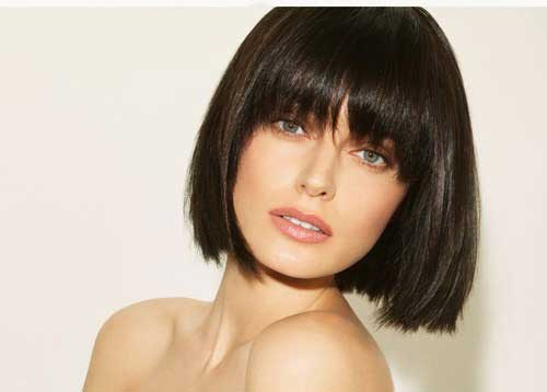20 Best Short Haircuts for Straight Hair-3